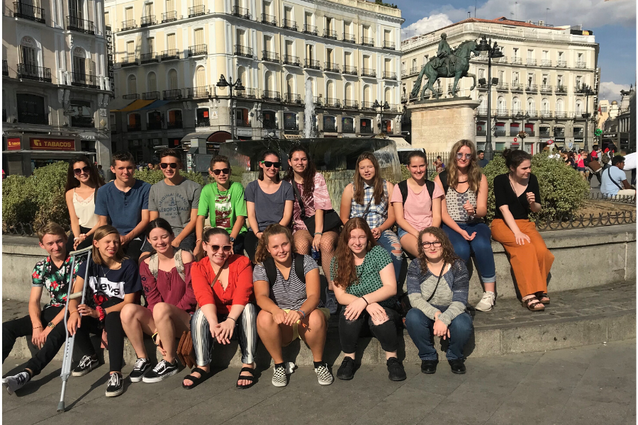 Spain exchange students in group at orientation